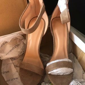 Women's Wild Diva Amy Taupe/Natural Heels Size 5.5